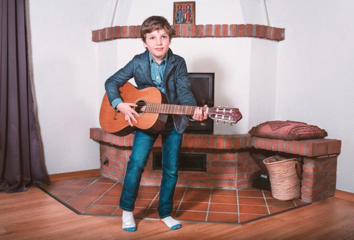 Portraitfoto-KInd-Gitarre