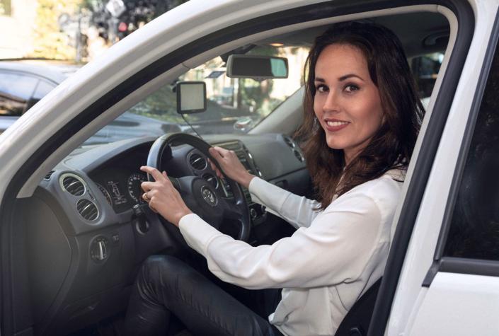 Portraitfoto Frau in Auto